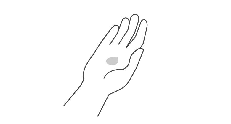 1.乾いた手に適量を取ります。