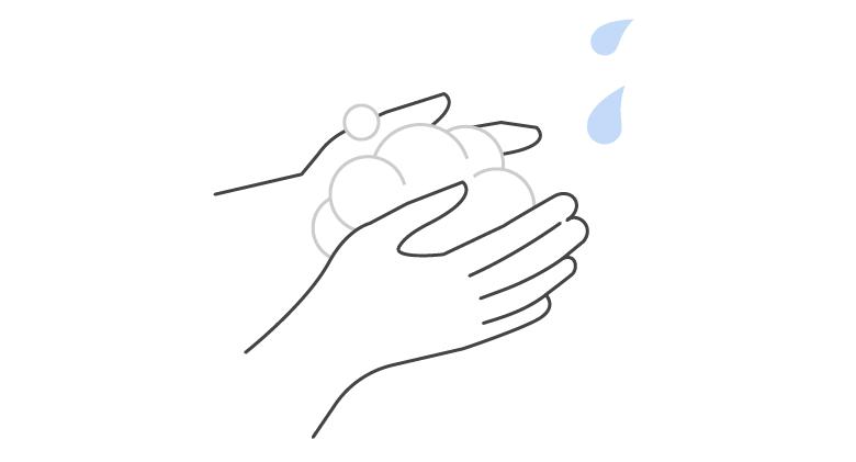 2.少量の水またはぬるま湯を加えながら、よく泡立てます。